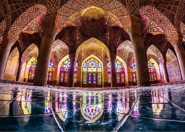 بازی نور در مسجد نصیرالملک شیراز